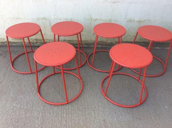 round red stools