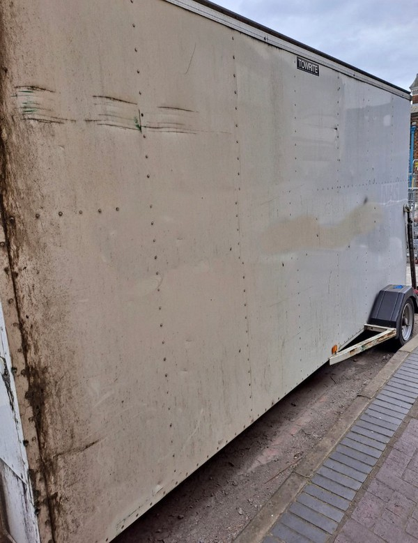 Step frame turntable box / removal trailer