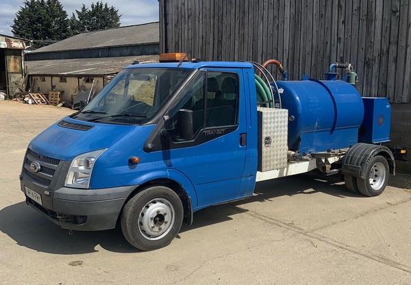 3.5T van with Vacuum tank