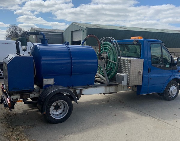 Commercial 3.5T van with Vacuum tank