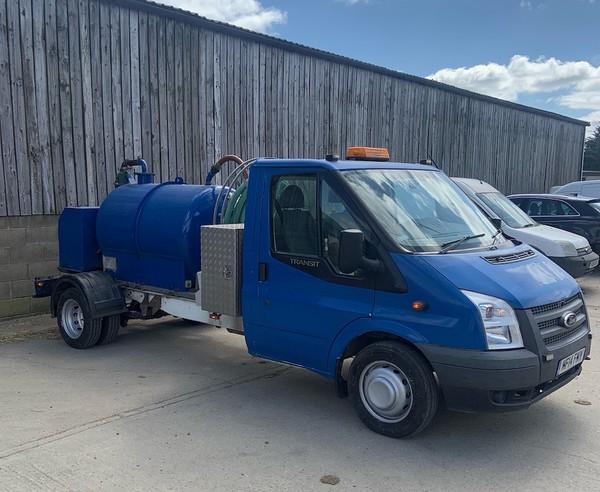 Used 3.5T van with Vacuum tank