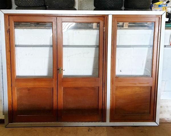 Wooden doors + window for 3M bay