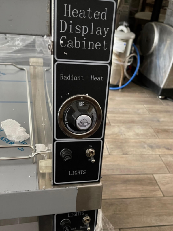Heated display cabinet for fried chicen