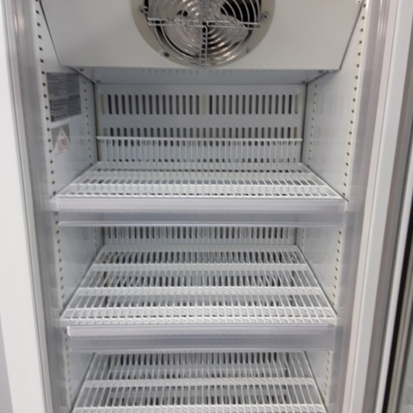 Display freezer with wire shelves