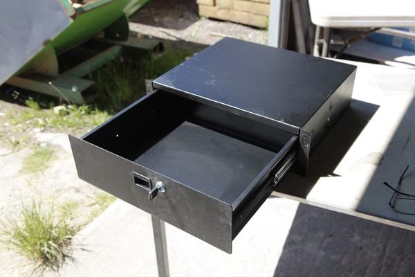 Heavy duty cash drawer