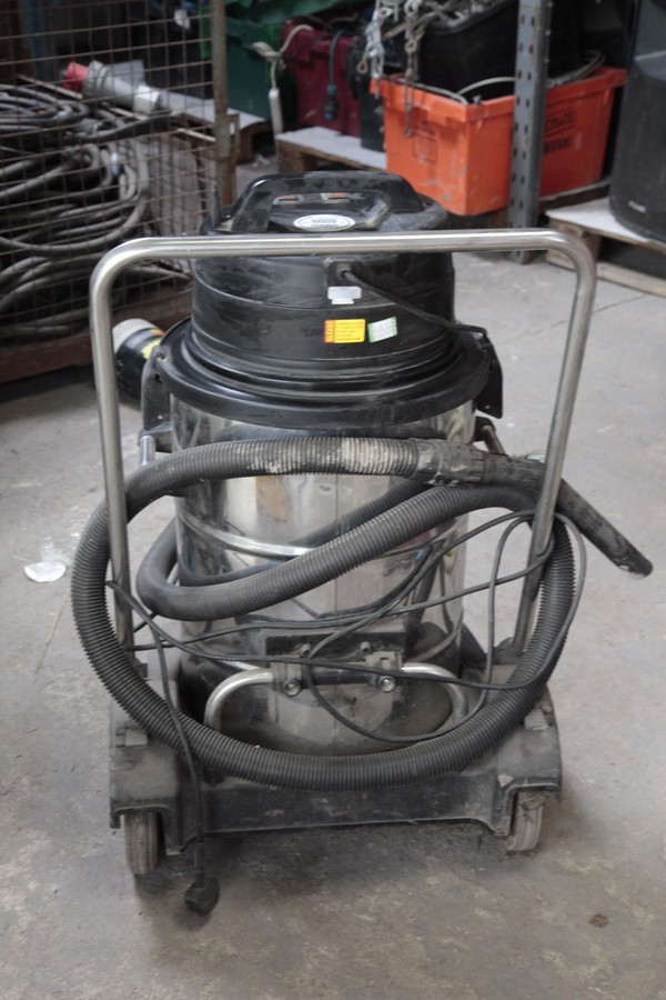 Use industrial wet and dry Vacuum Cleaner