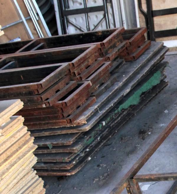 8' x 4' stage decks 1 ft high