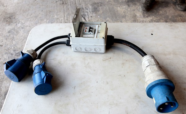 64amp to two 32amp single phase splitter