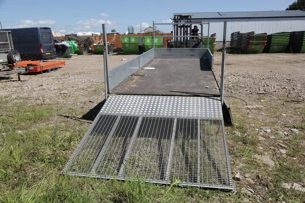 Mesh ramp / plant trailer