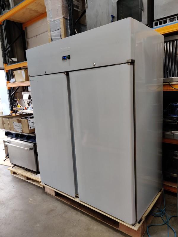 Commercial kitchen double door freezer