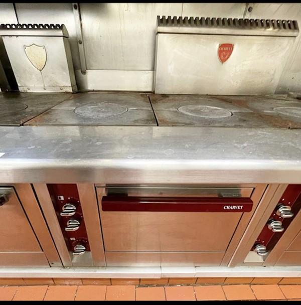 Professional Charvet Cooking Range Centre