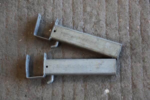 Unknown marquee brackets