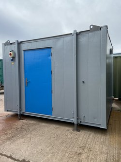 Secondhand 2 + 1 Toilet Block For Sale