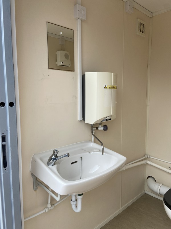 Used Secondhand 2 + 1 Toilet Block