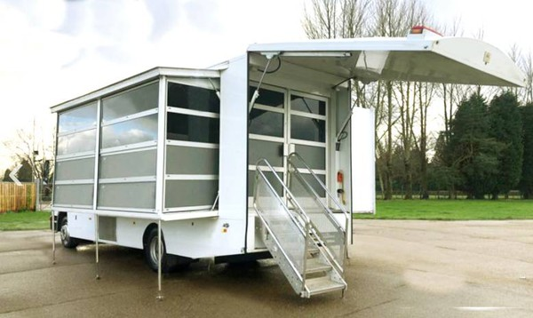 Exhibition unit with side out and Hydrolic pod