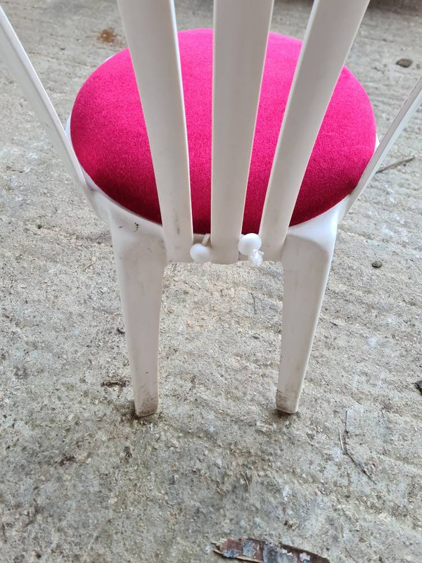 Togles attaches seat pads to bistro chairs