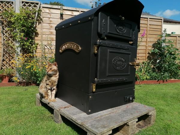 Cast Iron potato oven (with cat)