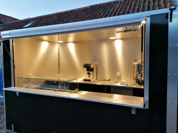 Catering trailer serving hatch