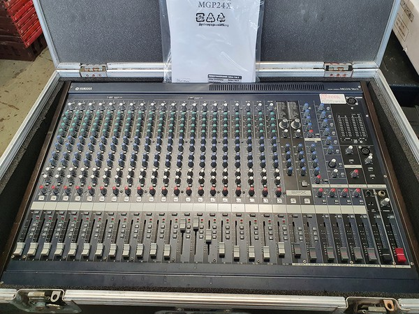 Yamaha MG32/14FX 32 Channel Mixing desk