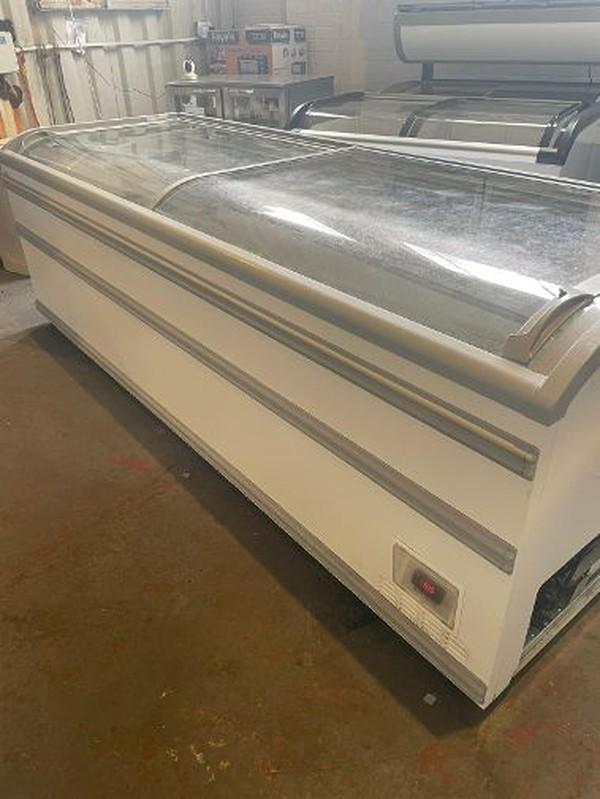 AHT 2.5M Sliding Top Display Freezer