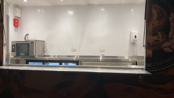 Inox convection oven and counter