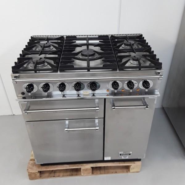 Commercial range cooker with wok burner