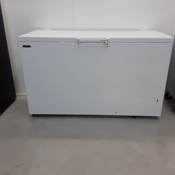 Commercial catering chest freezer