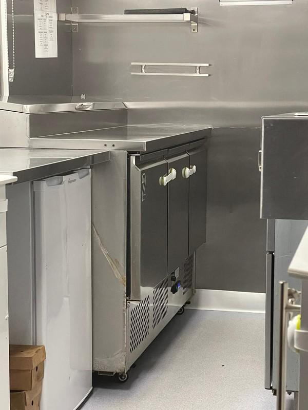 Bench fridge