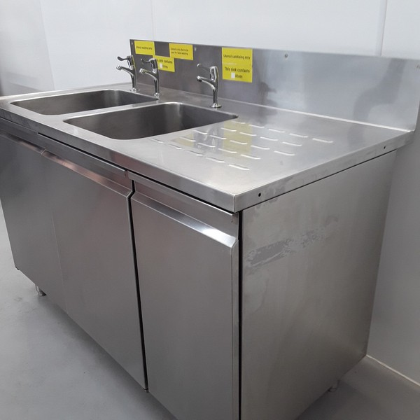 Double sink with right hand drainer