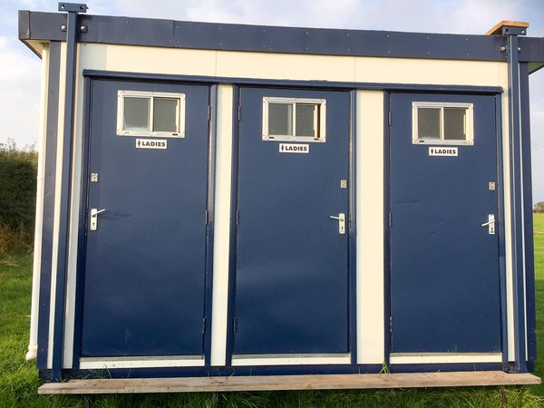 Three bay tollet block for sale