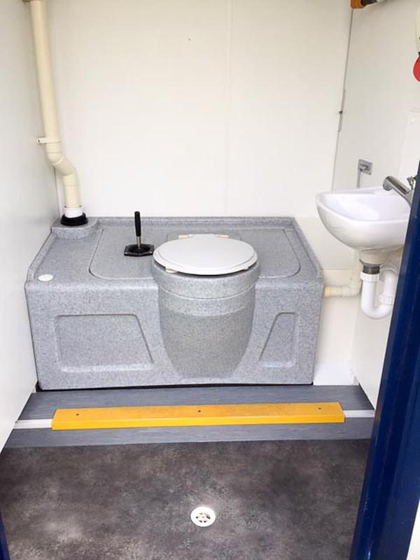 Toilet bolock