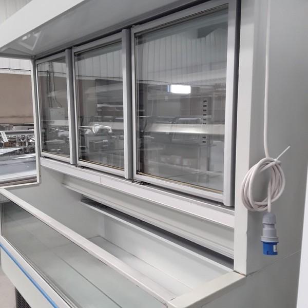 Secondhand display freezer