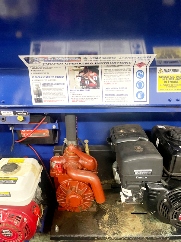 Engine and vacuum pump
