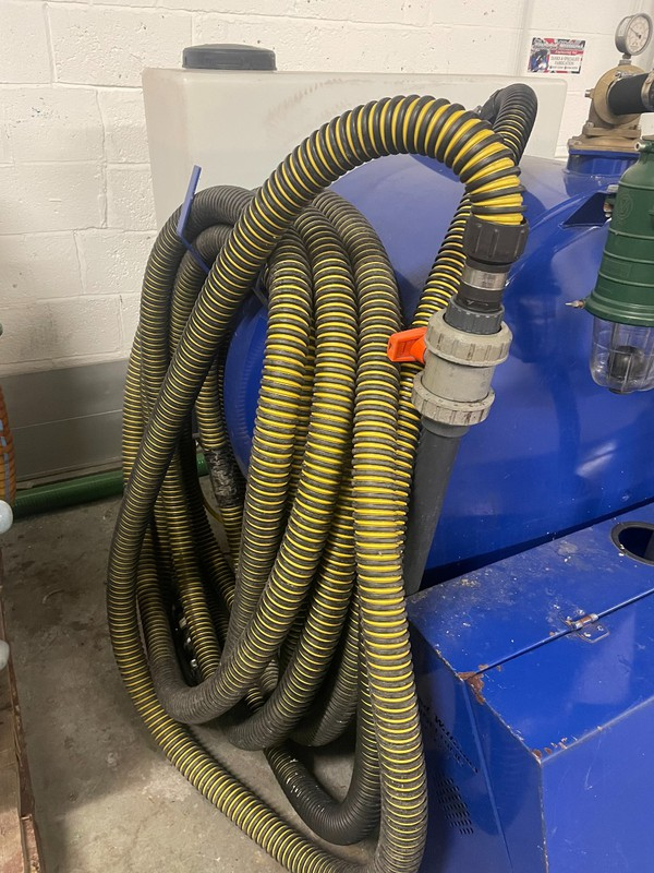 Vacuum tank with 30 meters of hose