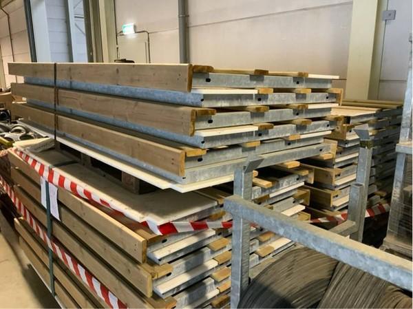 Wood / galvanised metal barrier system
