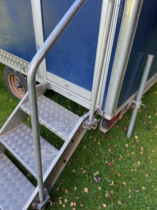 Aluminium toilet trailer steps