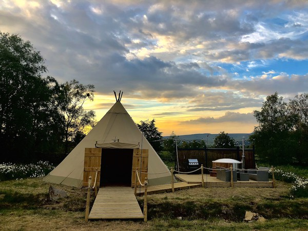 Glamping Tipi with Wood Fired Hot Tub