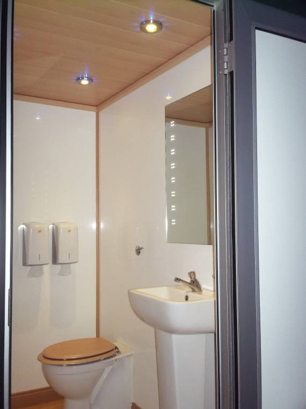 1+1 Single Axle Luxury Toilet Unit