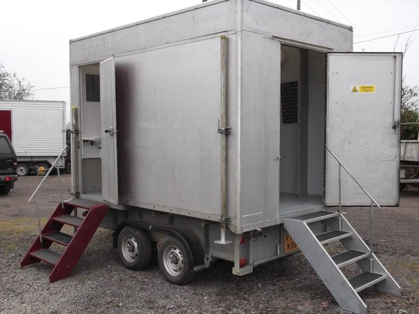 2 Cubicle Mobile Shower Unit